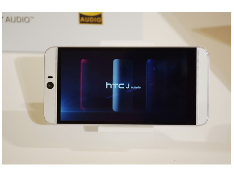 Смартфон HTC J butterfly HTV31