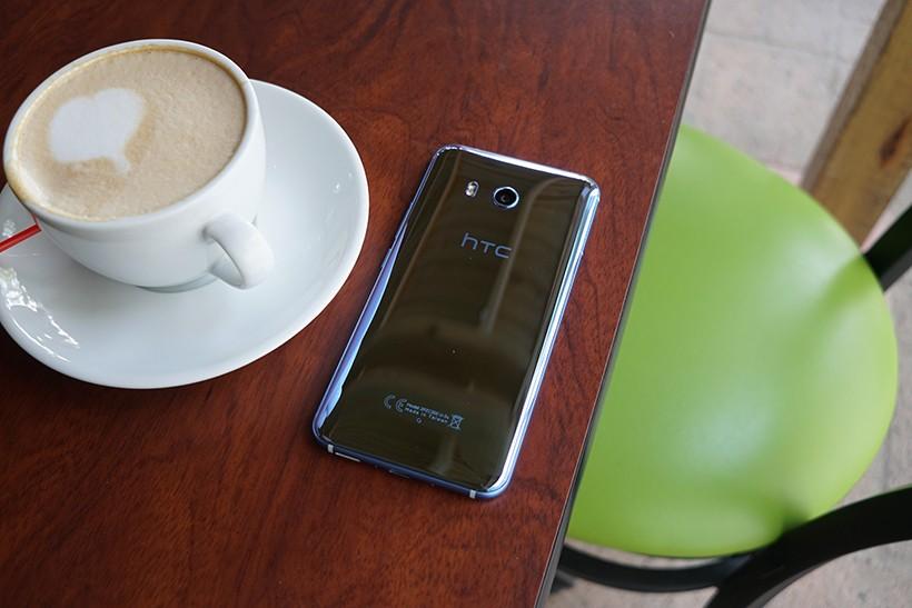 HTC U11, текущий флагман HTC // pocketnow.com