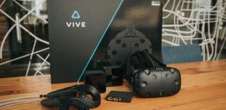 HTC Vive рядом с коробкой // digitaltrends.com
