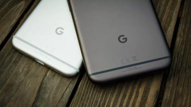 Google Pixel в черном и белом исполнении // CNET.com